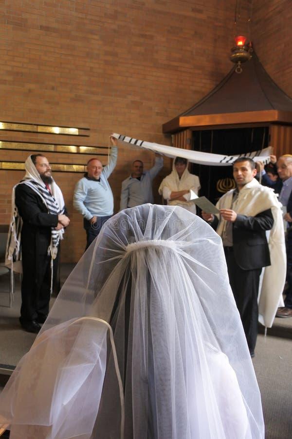 Jeune mariée juive son jour du mariage photo libre de droits