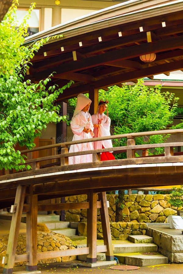 Jeune mariée Miko Kimono Yushima Tenmangu de mariage de Shinto image stock