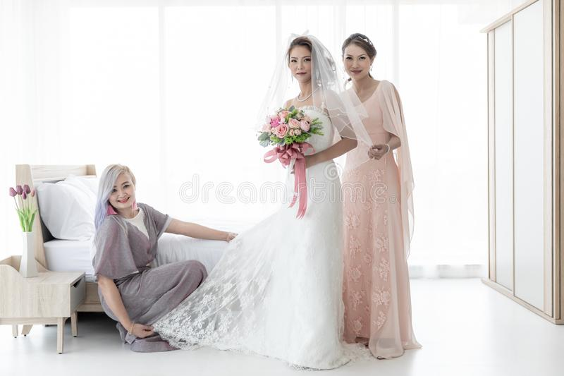 Jeune mari?e et bridesmaid photo stock