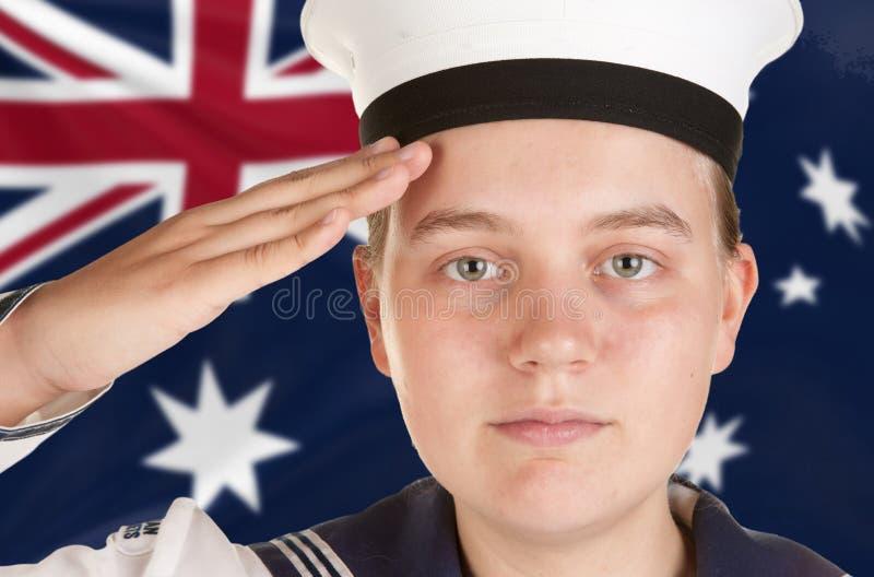 Jeune marin saluant le fond blanc d'isolement photos libres de droits