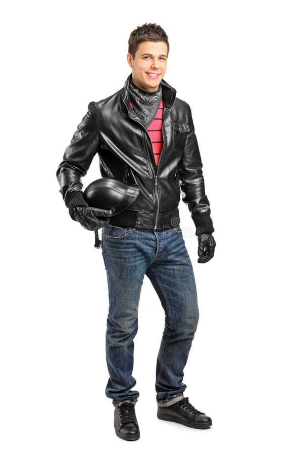 Jeune motorcycler retenant une pose de casque images libres de droits