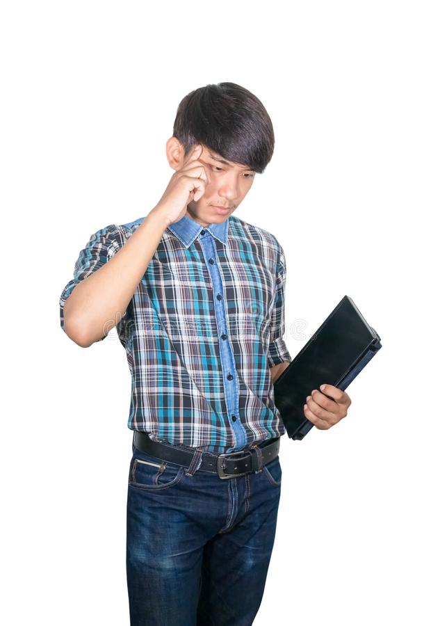 Jeune ordinateur portable de prise d'homme d'affaires ? la strat?gie de pens?e d'id?es fonctionnant sur le fond blanc photos stock
