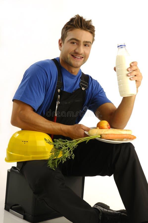 Jeune ouvrier ayant la rupture images stock