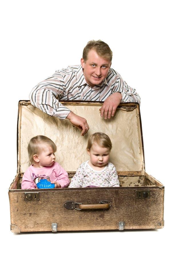 Jeune père de Yappy et deux petits enfants photo stock