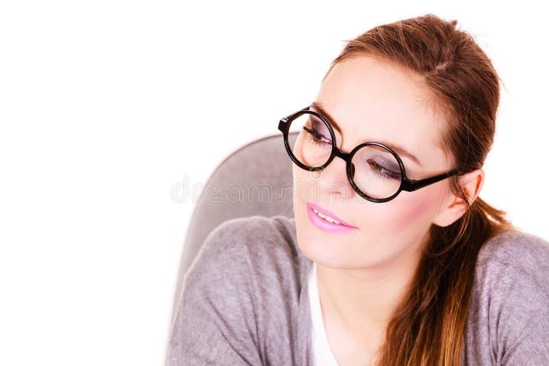Jeune pensée sérieuse de femme d'affaires photo libre de droits