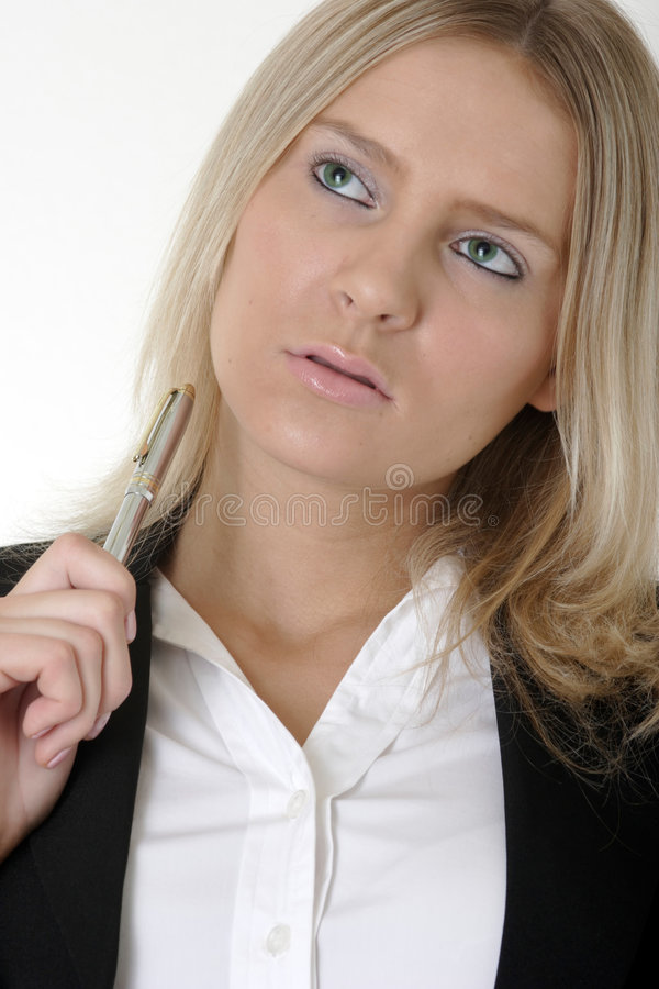 Jeune penser attrayant de femme d'affaires photo stock