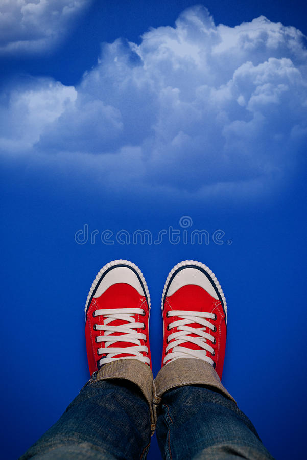 Jeune Person Walking On Clouds photographie stock
