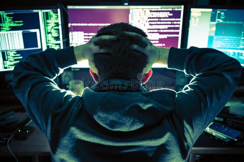 Jeune pirate informatique désolé image libre de droits