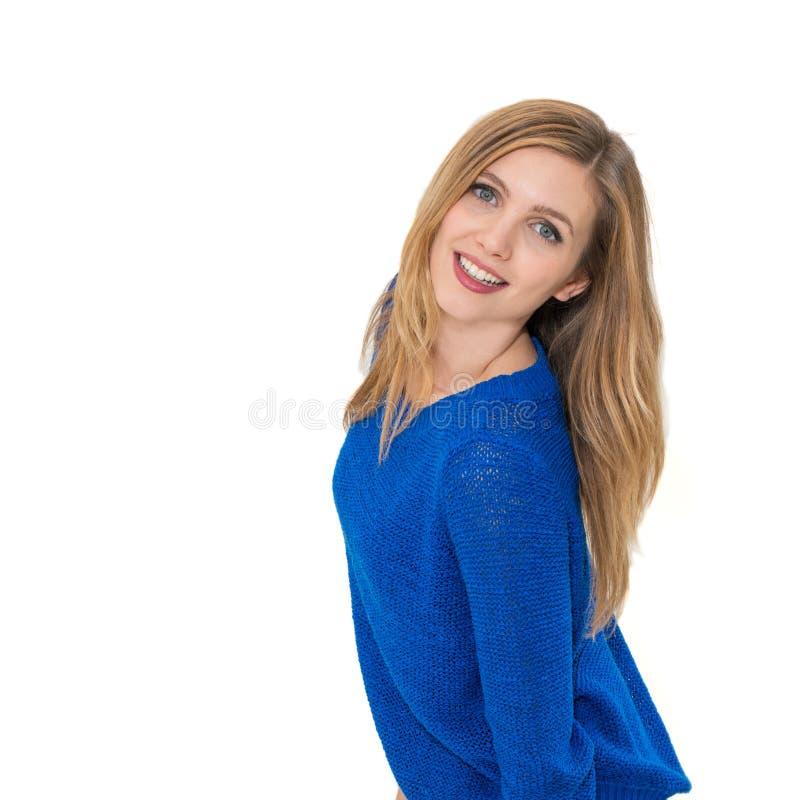 Jeune portrait attrayant de sourire de femme image stock