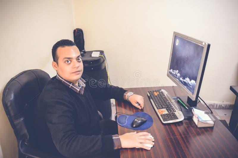 Jeune portrait d'homme d'affaires images libres de droits