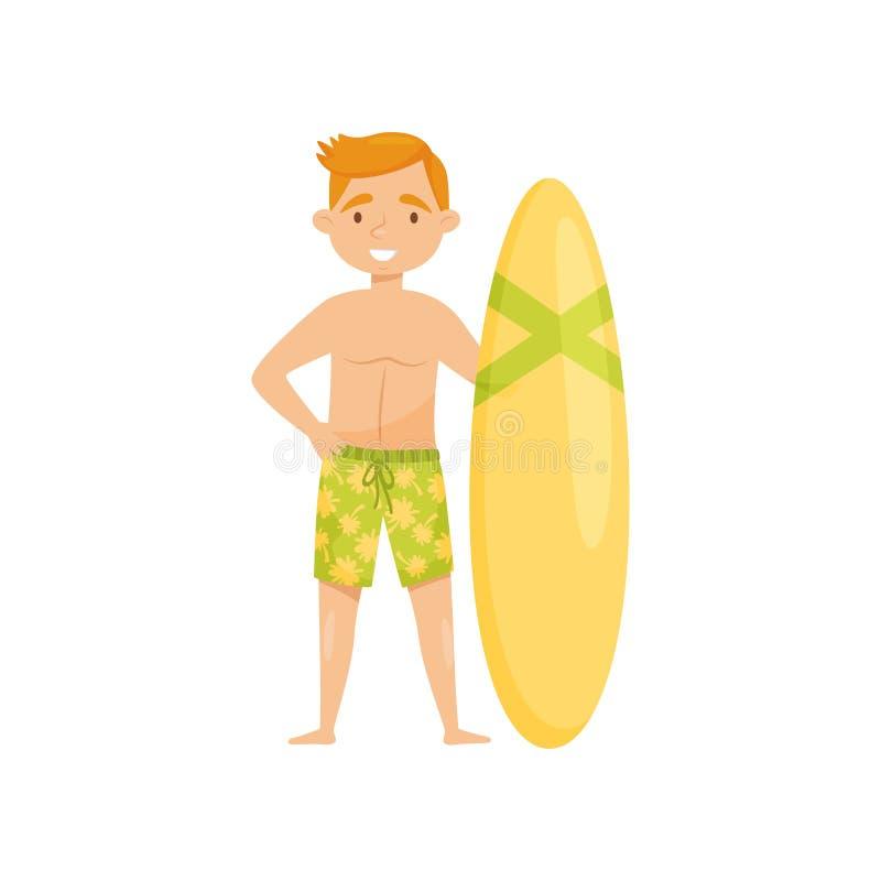 Jeune position de sourire de type avec le conseil surfant Homme dans des shorts verts de bain Touriste sur Bali Conception plate  illustration libre de droits