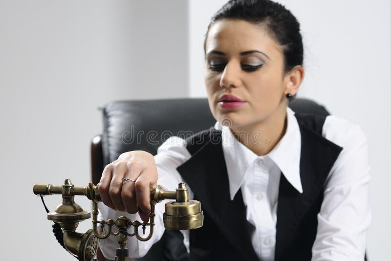 Jeune préparation de femme d'affaires images stock