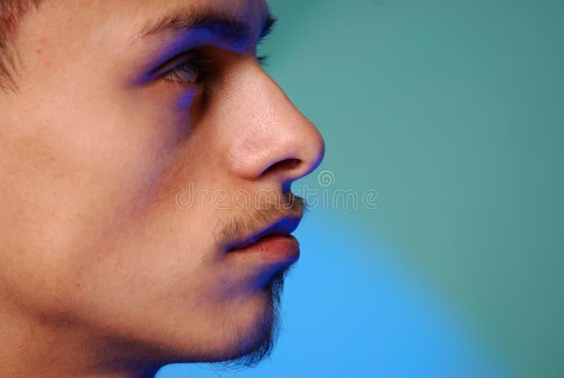 Jeune profil mâle hispanique photos stock