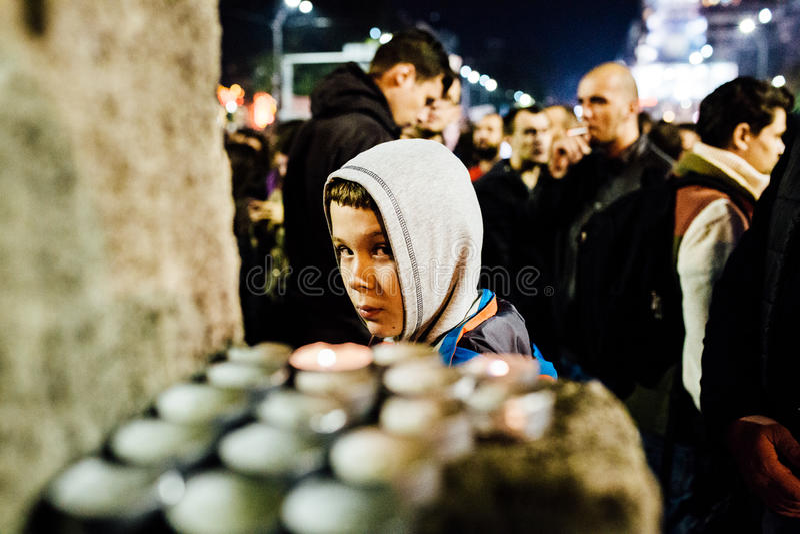 Jeune protestataire à Bucarest image libre de droits