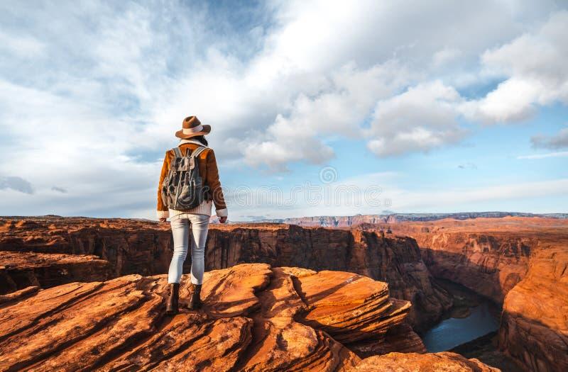 Jeune randonneur au Glen Canyon image libre de droits
