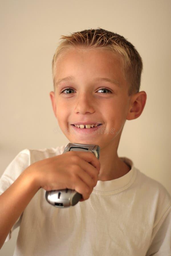 Jeune raser de garçon photos libres de droits