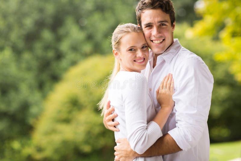 Jeune regard de couples image libre de droits