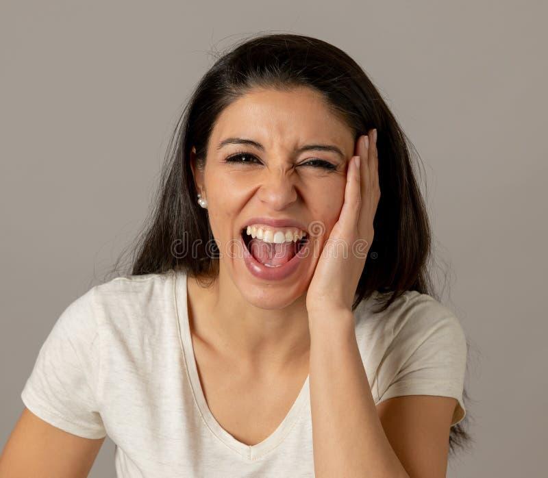Jeune rire attrayant de femme Visage heureux Expr humain positif images libres de droits