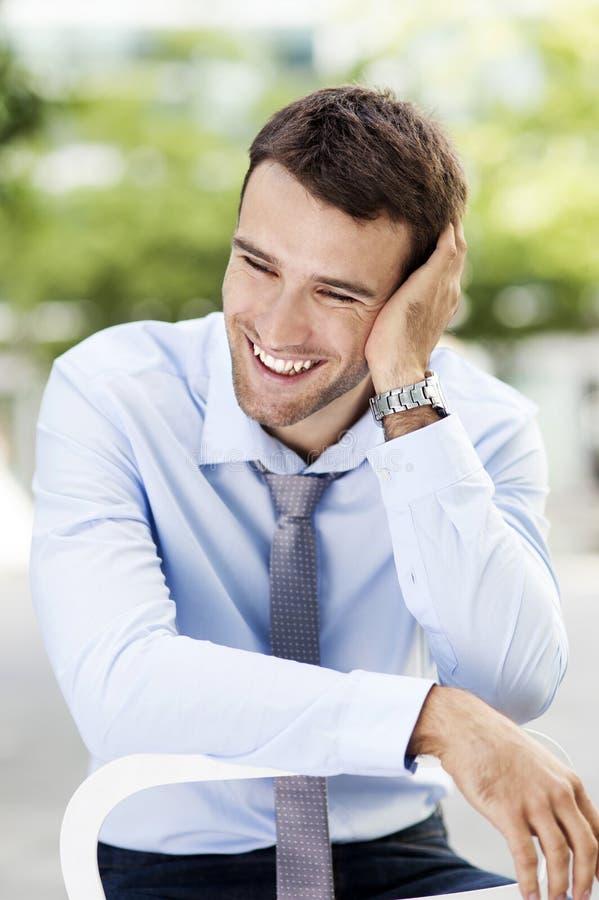 Jeune rire d'homme d'affaires photos libres de droits
