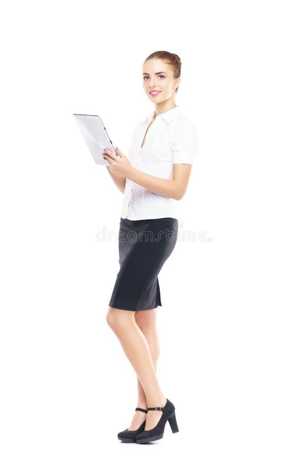 Jeune, sûr et bel opérateur de support à la clientèle avec la tablette d'isolement sur le blanc photo libre de droits