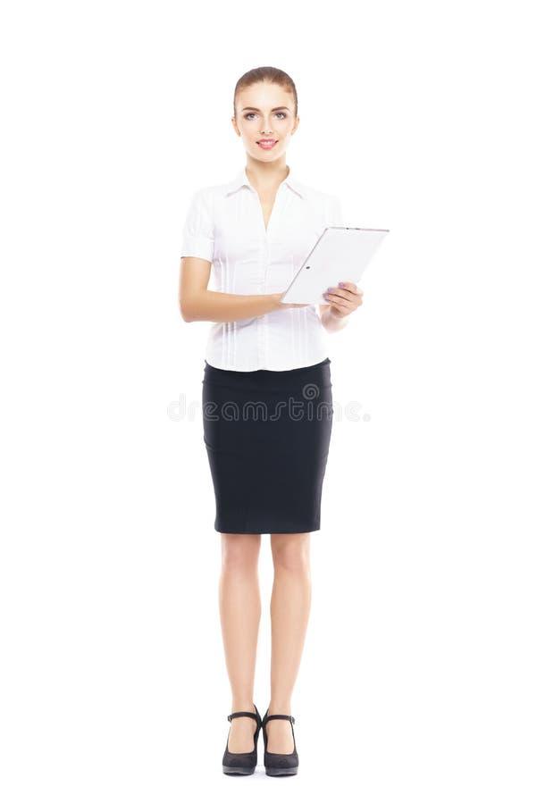 Jeune, sûr et bel opérateur de support à la clientèle avec la tablette d'isolement sur le blanc photographie stock libre de droits