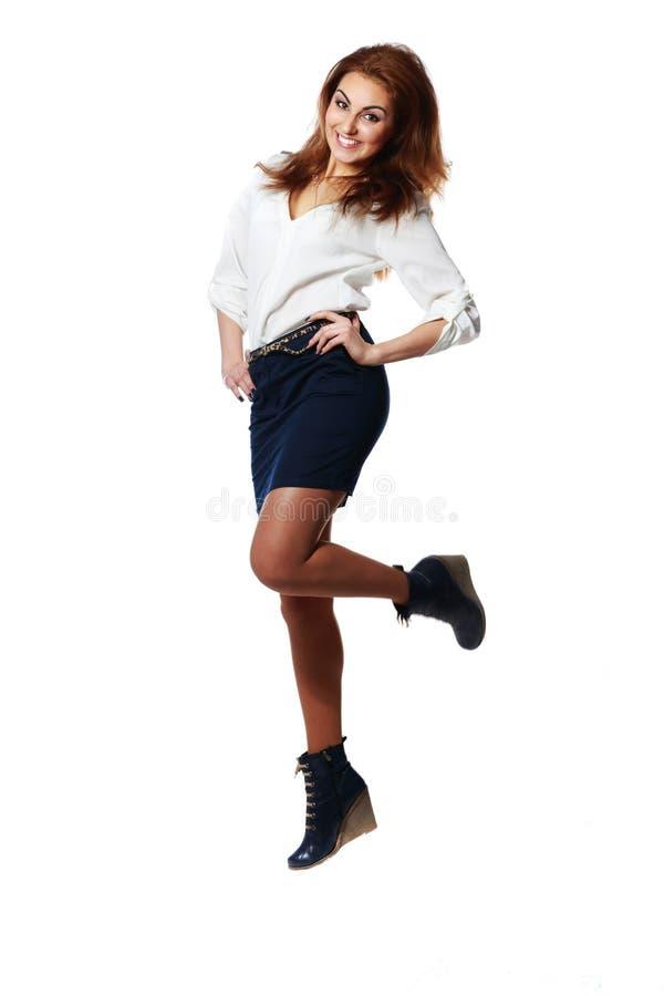 Jeune sauter gai de femme d'affaires photo stock