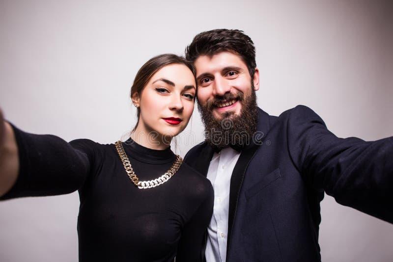 Jeune selfie de prise de couples des mains photos stock