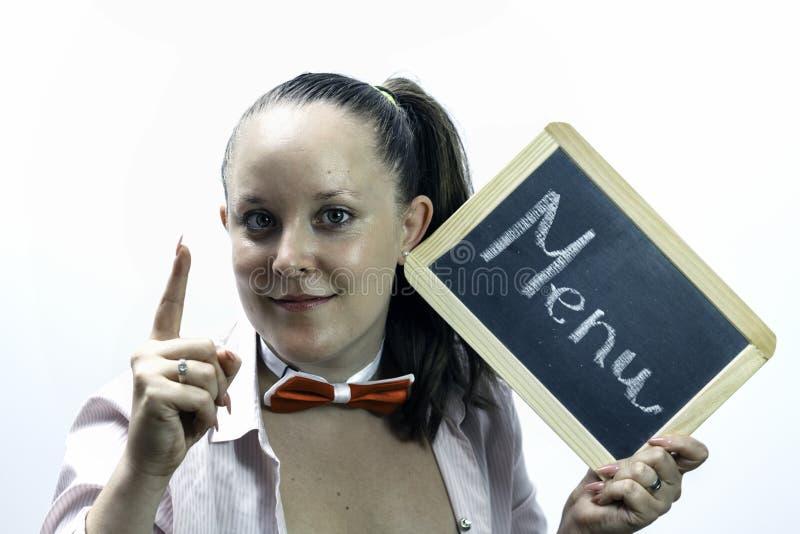 Jeune serveuse tenant le panneau de menu dans des mains photo stock
