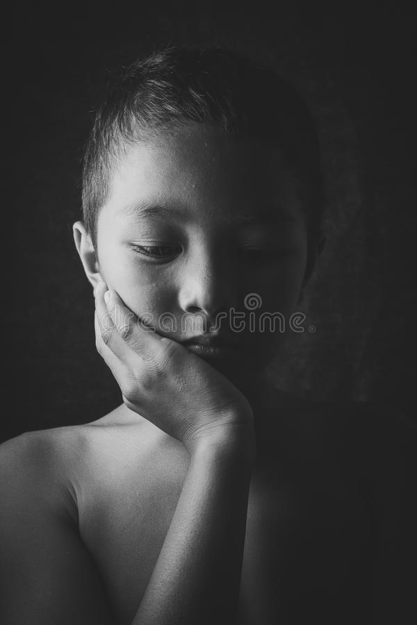 Jeune seul garçon asiatique images stock