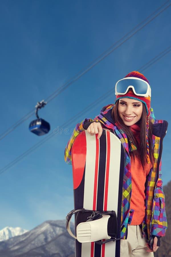 Jeune snowboarder de femelle adulte image libre de droits