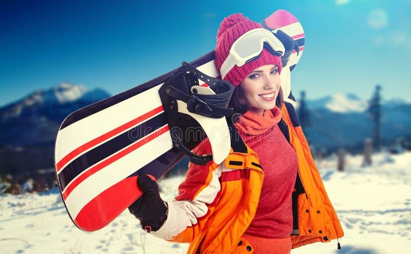 Jeune snowboarder de femelle adulte photo libre de droits