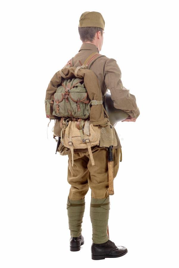 Jeune soldat soviétique avec le fusil sur le fond blanc photo libre de droits