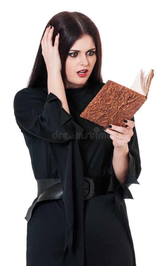 Jeune sorcière choquée images stock