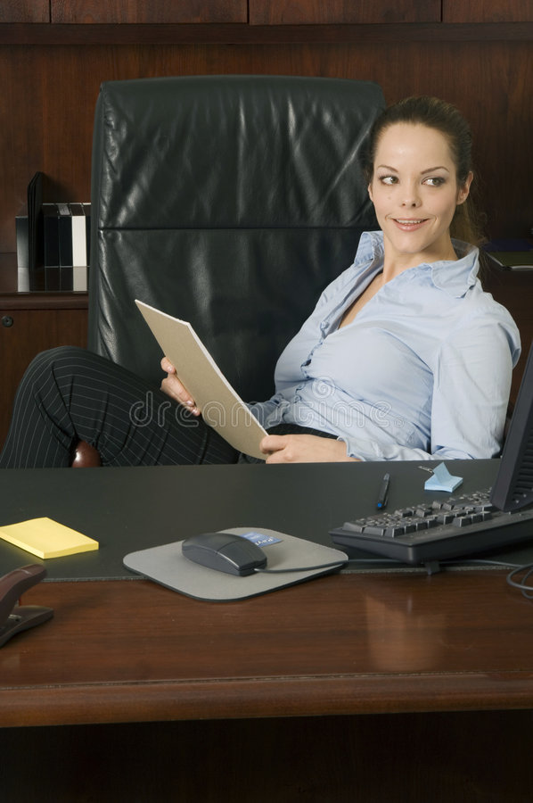 Jeune sourire de femme d'affaires image libre de droits