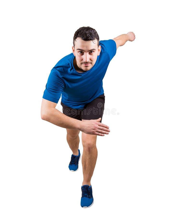 Jeune sprinter de type utilisant l'équipement de sport noir et bleu attendant le début image libre de droits