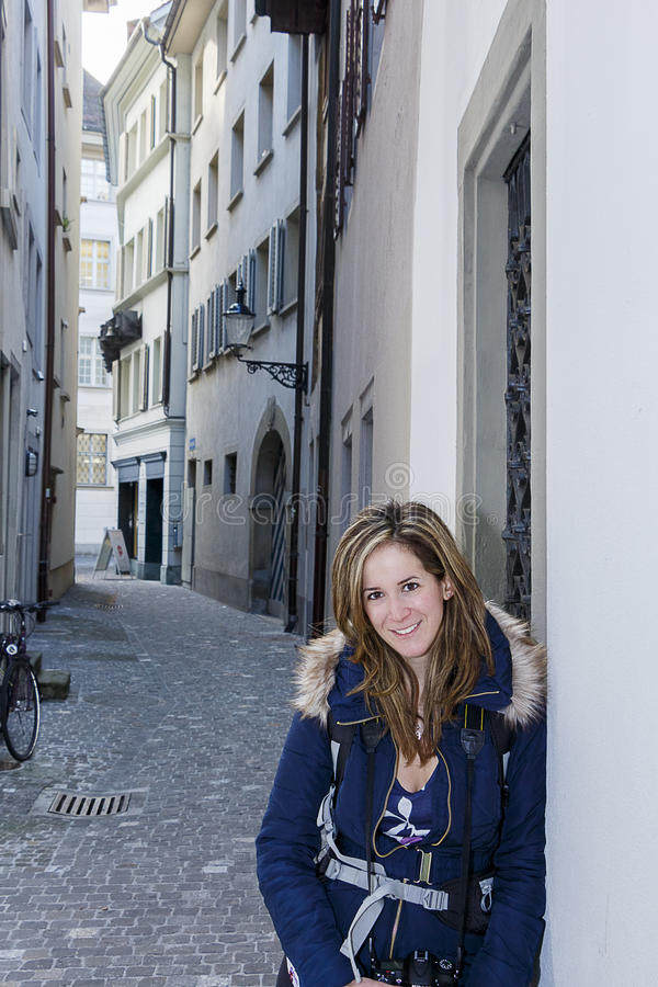 Jeune touriste féminin photographie stock libre de droits
