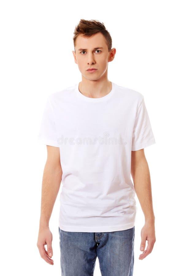 Jeune type dans le T-shirt blanc photo stock