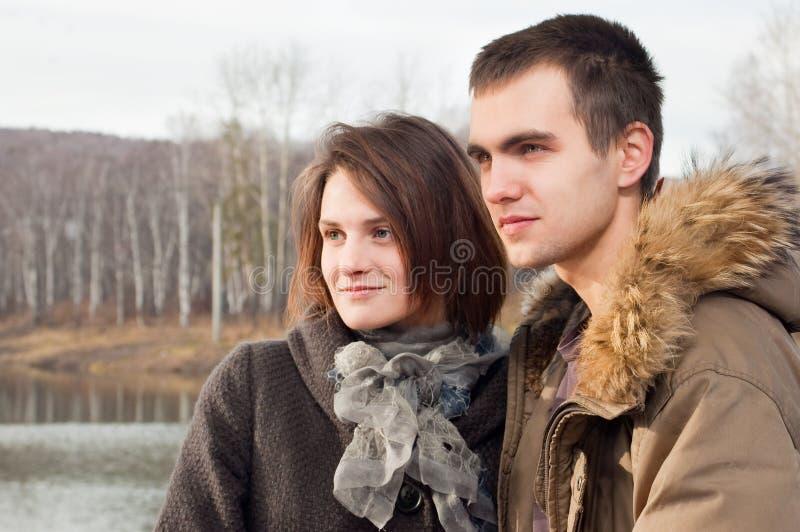 Jeune type et la fille image libre de droits