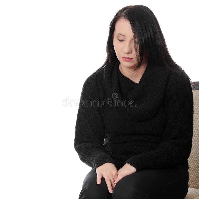 Jeune un femme inquiété et effrayé images stock