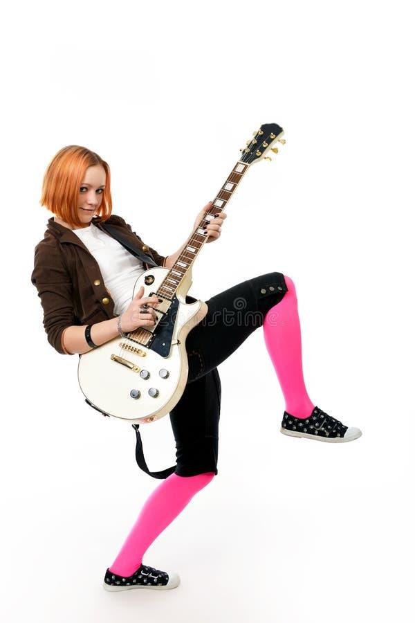 Jeune vedette du rock avec une guitare photos libres de droits