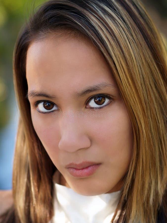 Jeune verticale américaine asiatique de femme photo libre de droits