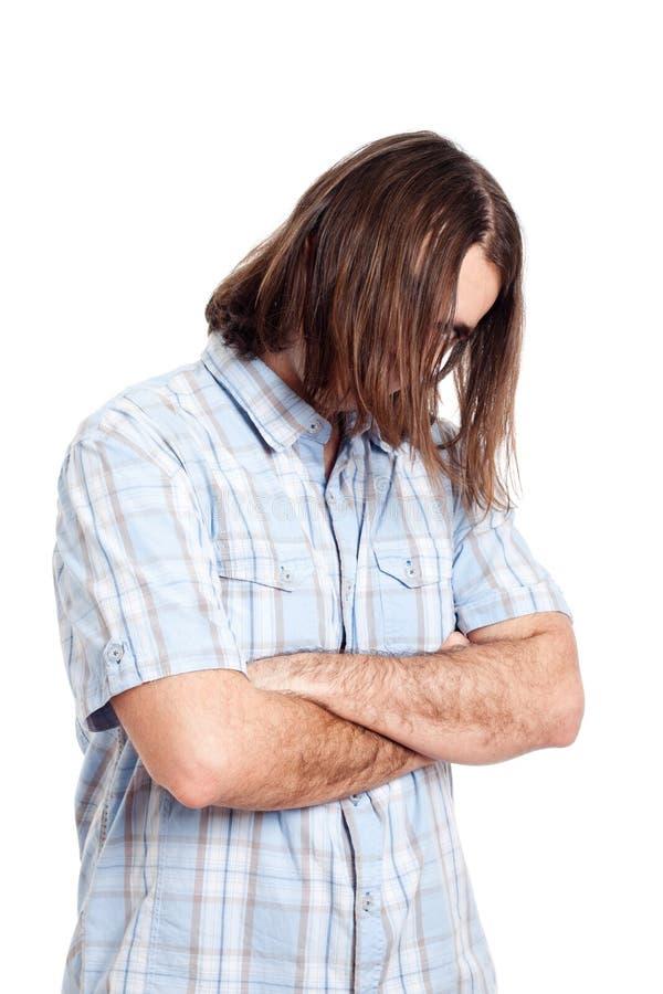 Jeune verticale aux cheveux longs de mode d'homme photographie stock libre de droits