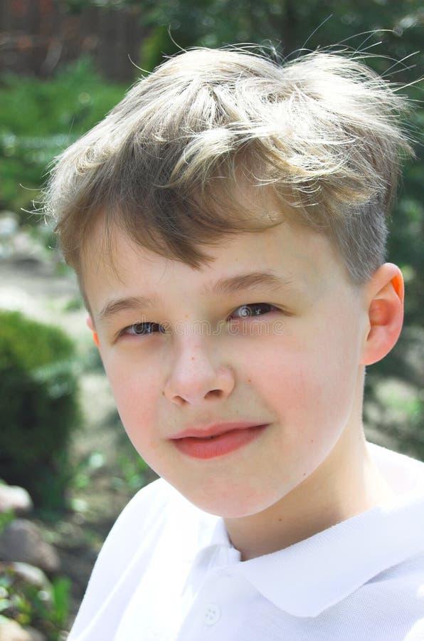 Download Jeune verticale de garçon photo stock. Image du adorable - 738668