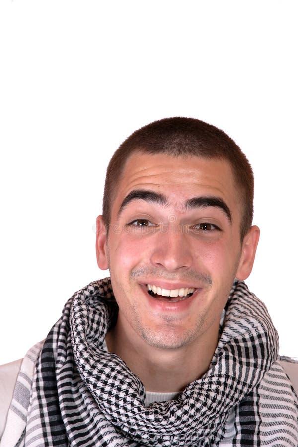 Jeune verticale occasionnelle heureuse d'homme photo libre de droits