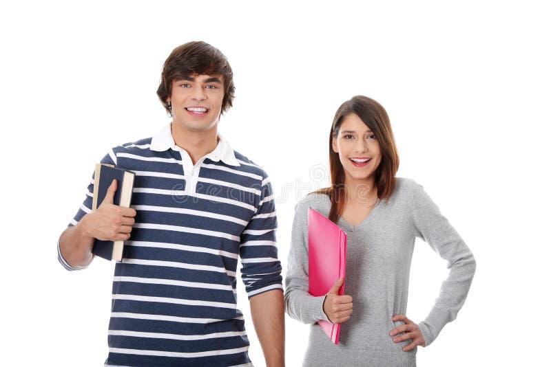 Jeunes étudiants heureux. photographie stock libre de droits