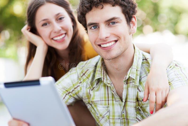 Jeunes ajouter au comprimé numérique