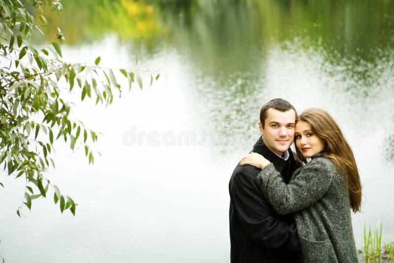 Jeunes amoureux photographie stock