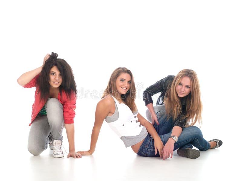 Jeunes années de l'adolescence posant sur le blanc. image libre de droits