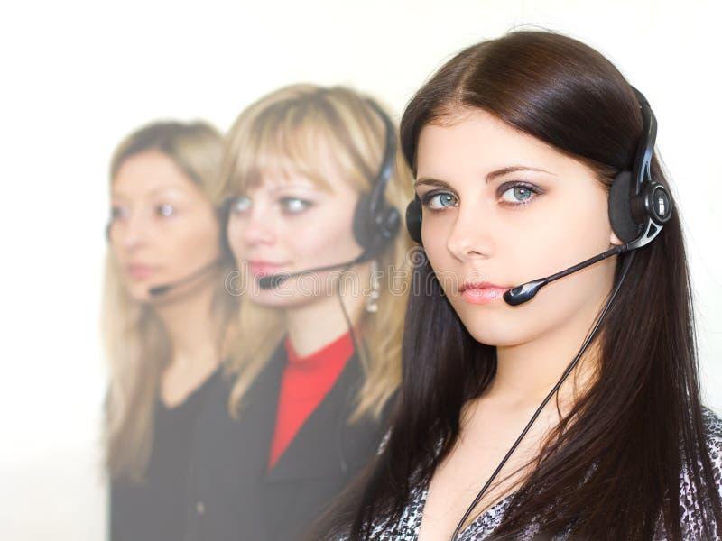 Jeunes beaux opérateurs de téléphone de filles images stock