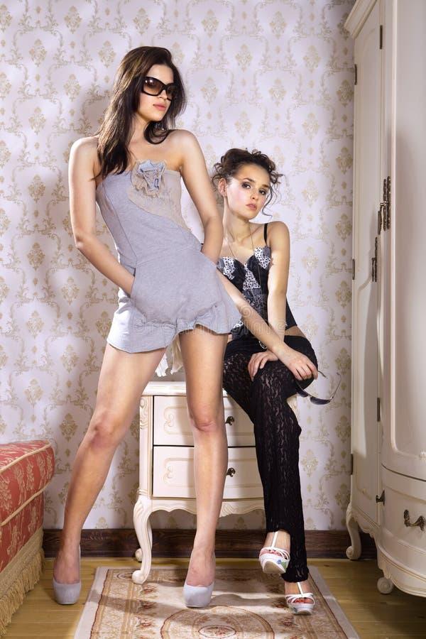 Jeunes belles femmes de mode images libres de droits